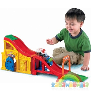 Fisher-Price Little People Tor Wyścigowy z dźwiękami + autka