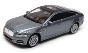 Jaguar XJ 2010 - model Welly skala 1:43